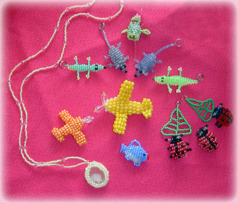 научиться плести цветы из бисера. вышивка бисером и стеклярусом. как делать браслеты из бисера. обшиваем воротник.
